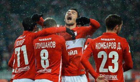 Игроки ФК Спартак Ивелин Попов, Денис Глушаков, Сальваторе Боккетти (слева направо) и Дмитрий Комбаров (справа)