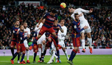 Игровой момент матча Реал - Барселона