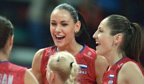 Наталья Обмочаева (в центре)