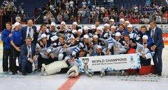 Хоккеисты и тренерский штаб сборной Финляндии