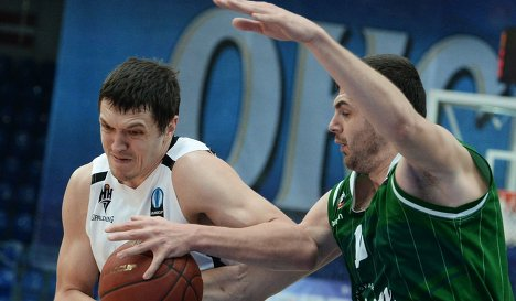 Форвард БК Нижний Новгород Семён Антонов (слева) и форвард БК Юнион Олимпия Сава Лешич