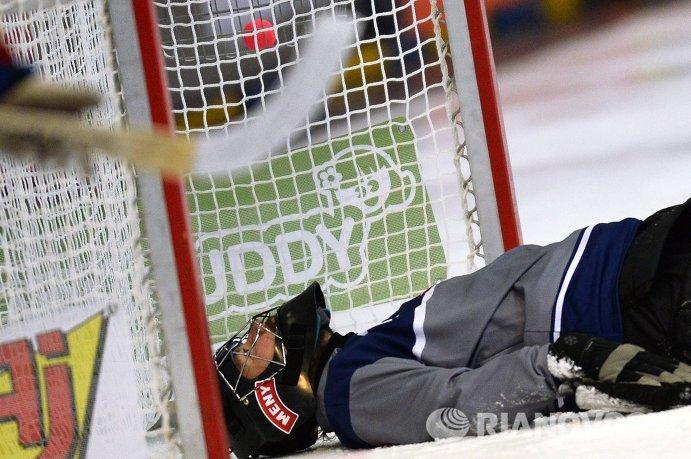 Вратарь сборной Норвегии по хоккею с мячом Александер Нюгорд