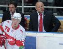 Федор Канарейкин и тренер Дмитрий Гоголев (справа налево на втором плане)
