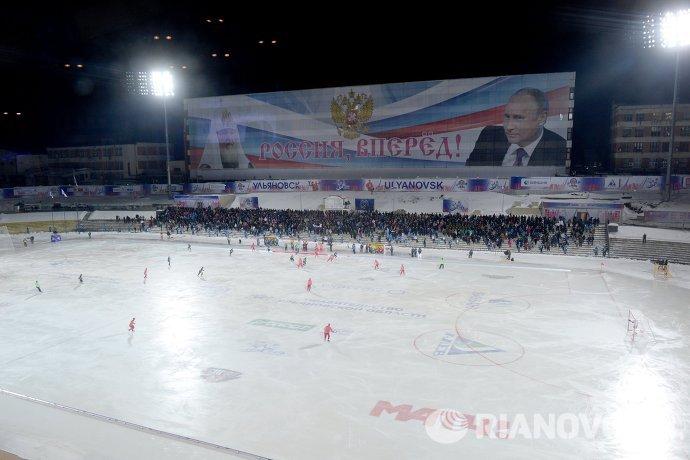 Перед началом матча группового этапа чемпионата мира по хоккею с мячом между сборными командами Казахстана и России в Ульяновске