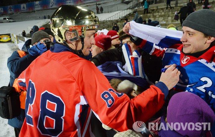 Игрок сборной России по хоккю с мячом Евгений Иванушкин