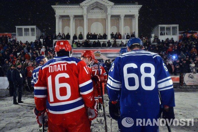 Форвард ЦСКА Джефф Платт (слева) и форвард СКА МВО Александр Шибаев