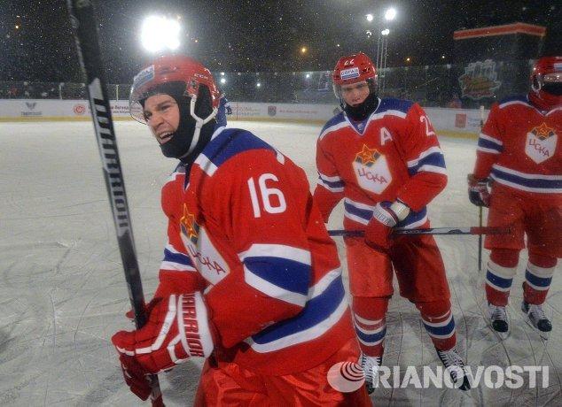 Форвард ЦСКА Джефф Платт (слева)