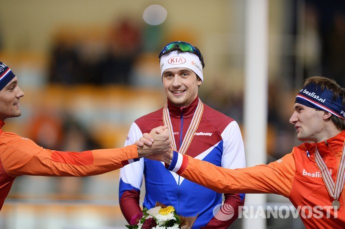 Кьелд Нейс (Нидерланды) - второе место, Денис Юсков (Россия) - первое место, Томас Крол (Нидерланды) - третье место (слева направо)