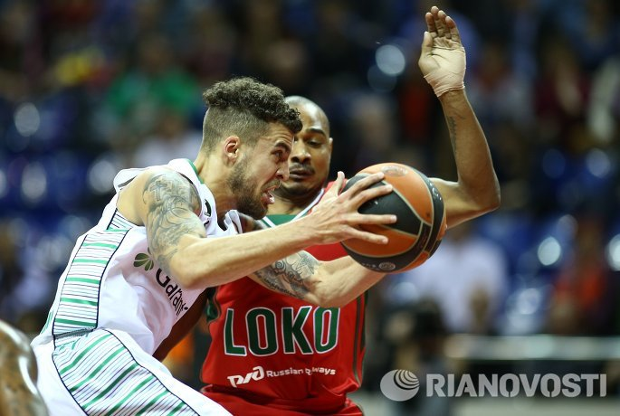 Игровой момент матча Локомотив-Кубань - Дарюшафака