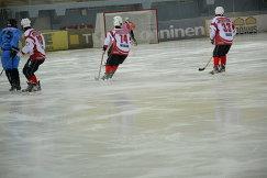 Игровой момент матча ЧМ по по хоккею с мячом между командами Сомали и Монголии