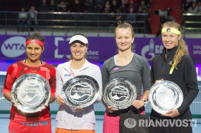 Саня Мирза, Мартина Хингис, Барбора Крейчикова и Вера Душевина (слева направо)
