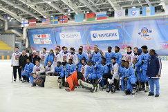 Игроки сборных Чехии и Сомали по хоккею с мячом