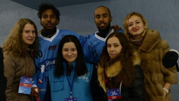 Хассан Фарах (третий справа)