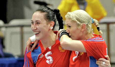 Людмила Постнова и Елена Дмитриева (слева направо)