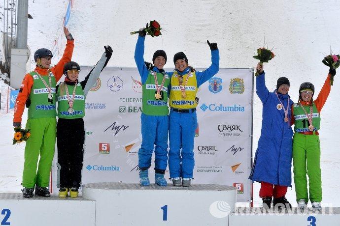 Фристайл. Этап Кубка мира. Лыжная акробатика. Второй справа - Илья Буров