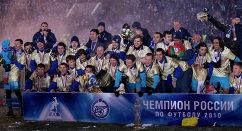 Футболисты Зенита и Константин Анисимов (слева во втором ряду), 2010 год
