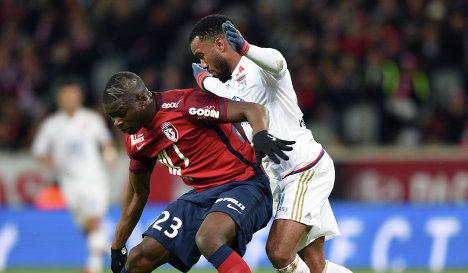 Игровой момент матча чемпионата Франции по футболу Лилль - Лион