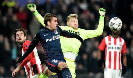 Игровой момент матча ПСВ - Атлетико (Мадрид)