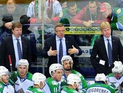Игорь Захаркин (в центре)