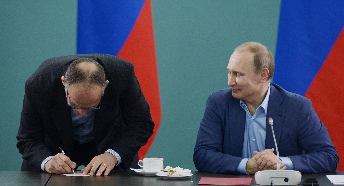 Президент России Владимир Путин (справа) и тренер сборной команды России по дзюдо Эцио Гамба