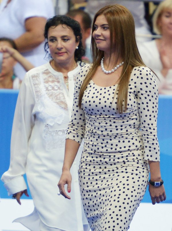 Алина Кабаева (справа) и президент Всероссийской федерации художественной гимнастики Ирина Винер-Усманова