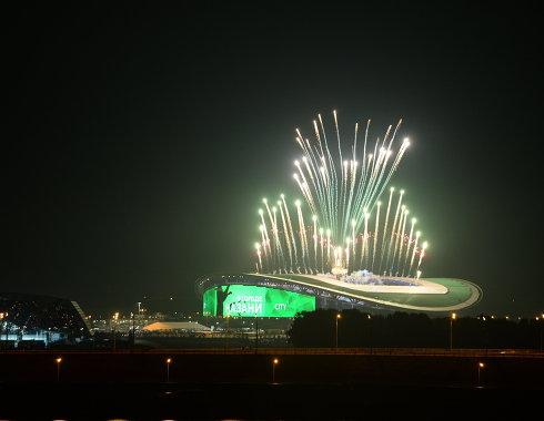 Фейерверк над стадионом Казань Арена во время церемонии открытия XXVII Всемирной летней Универсиады 2013 в Казани.