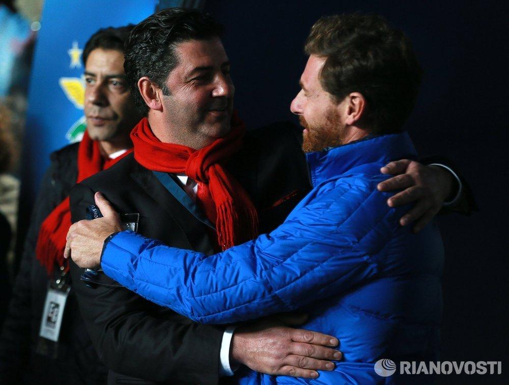 Главный тренер ФК Бенфика Руй Витория и главный тренер ФК Зенит Андре Виллаш-Боаш (справа)