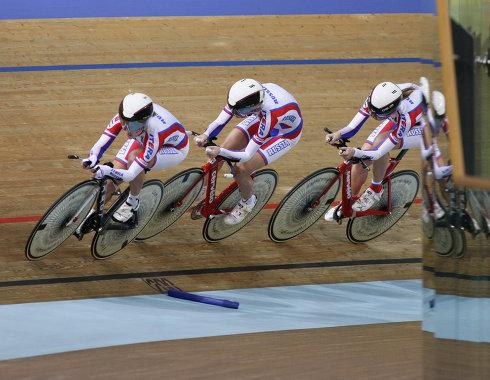 Гонов выиграл индивидуальную гонку преследования на юниорском ЧМ по велотреку
