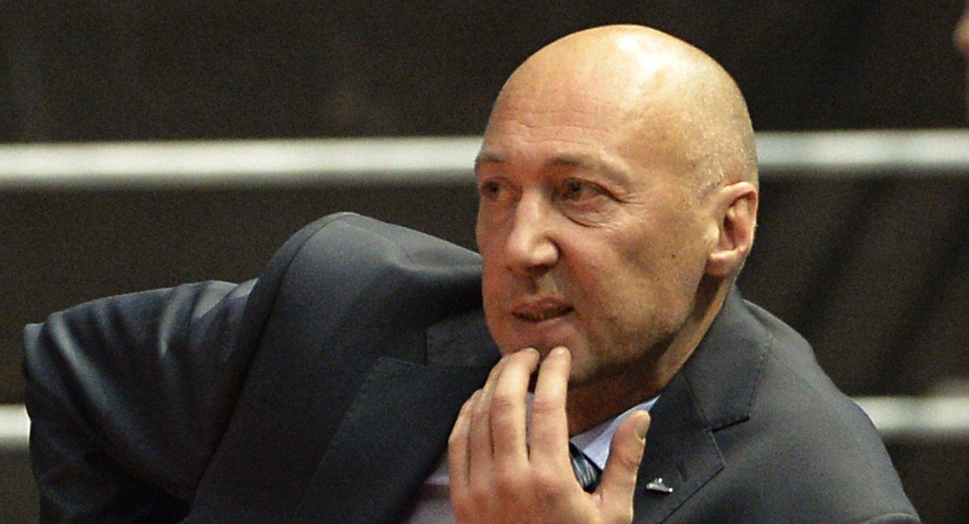 Главный тренер БК Зенит Василий Карасев