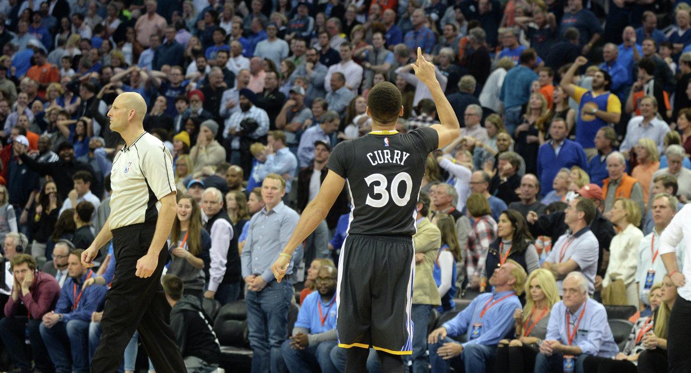 Разыгрывающий клуба НБА Голден Стэйт Уорриорз Стефен Карри (№30)