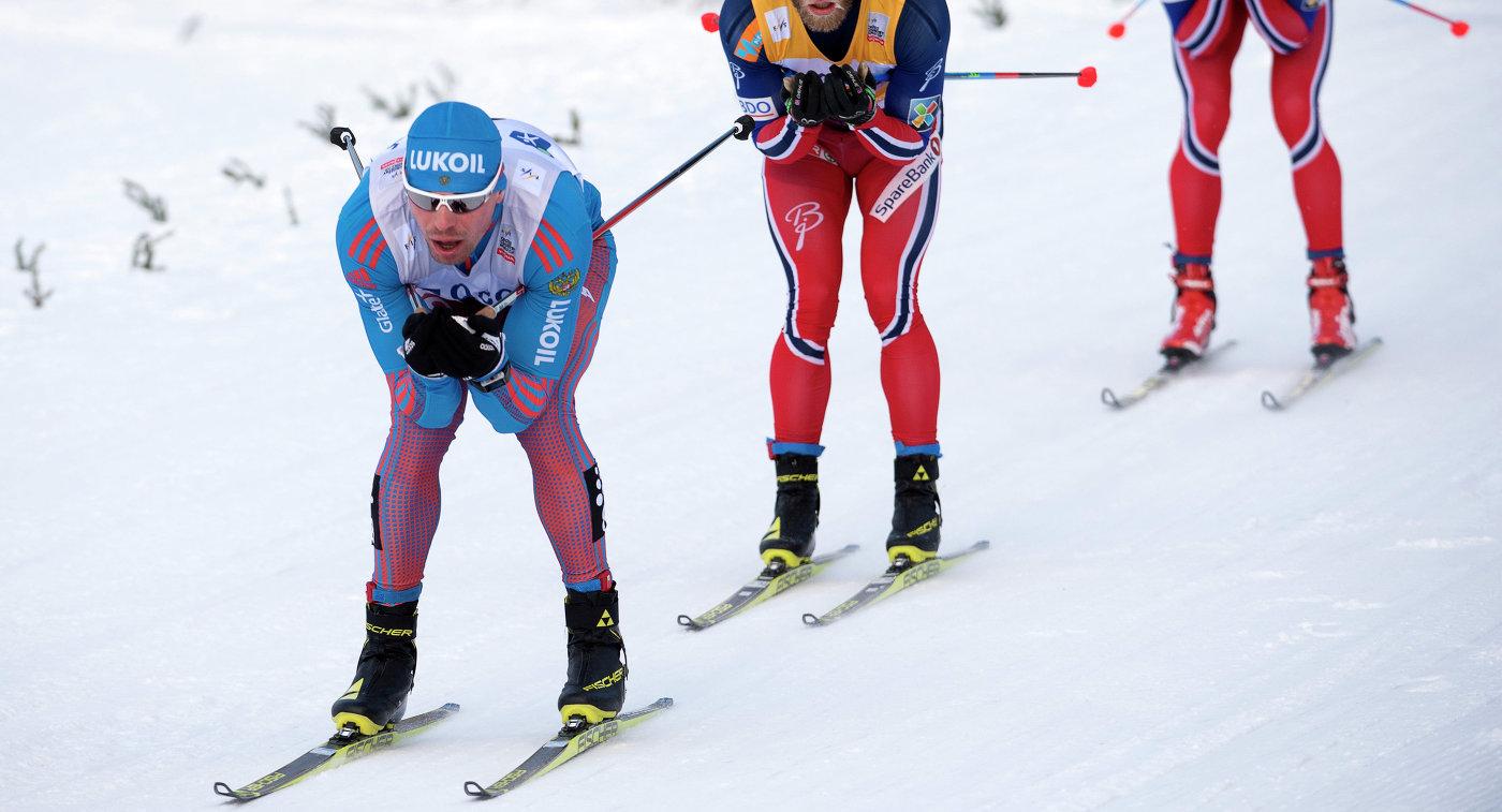 Российский лыжник Сергей Устюгов (слева)