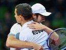 Теннисисты сборной России Евгений Донской (на первом плане) и Константин Кравчук радуются победе