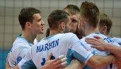 Волейболисты московского Динамо радуются набранному очку