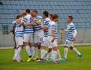 Игроки ФК СКЧФ (Севастополь) радуются забитому голу