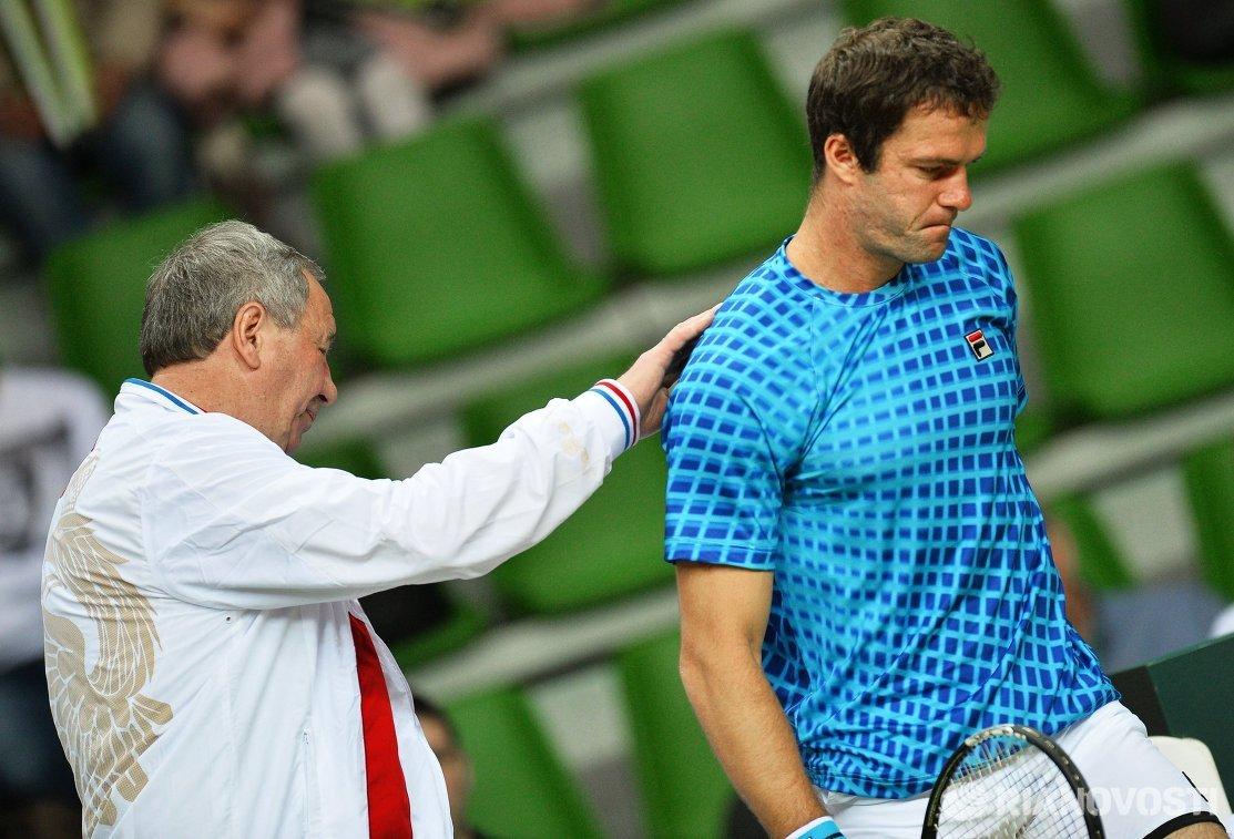 Капитан сборной команды России Шамиль Тарпищев и Теймураз Габашвили (слева направо)