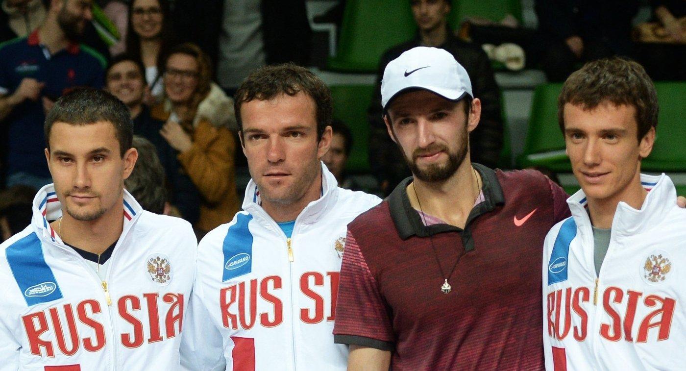 Теннисисты сборной России Евгений Донской, Теймураз Габашвили, Константин Кравчук, Андрей Кузнецов (слева направо)