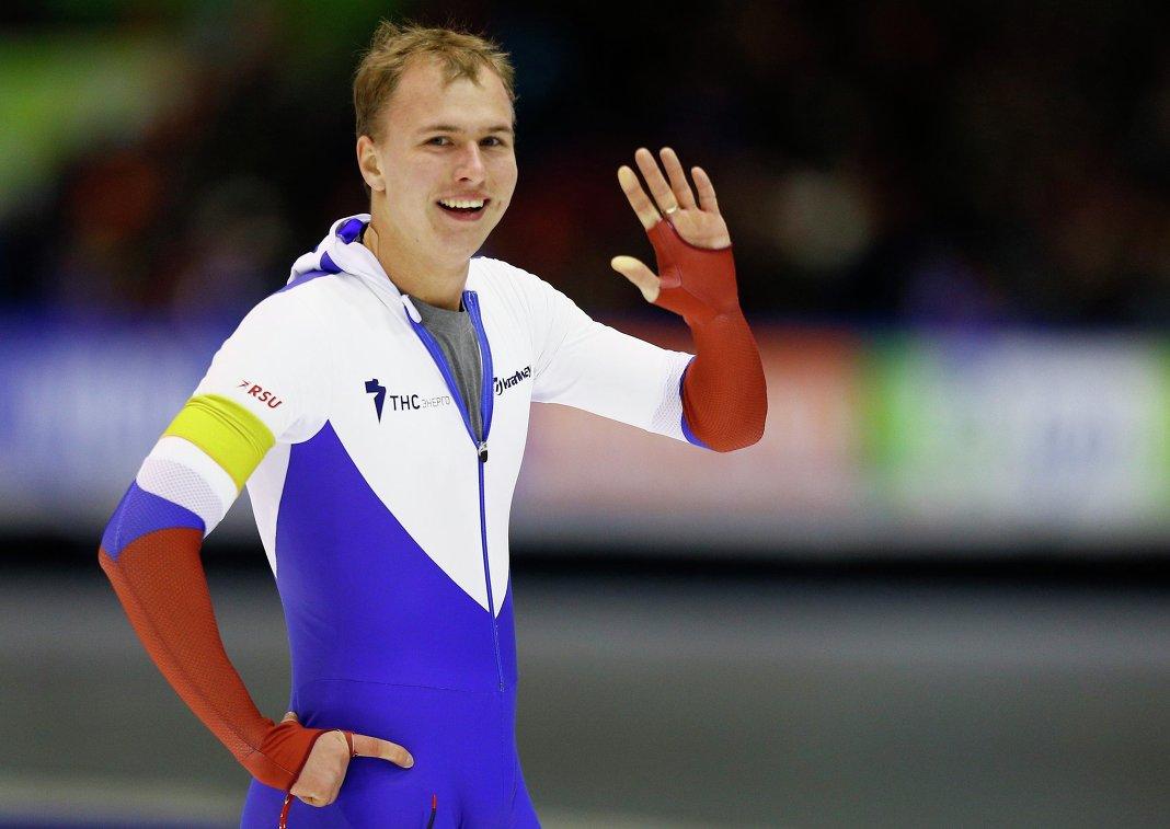 Павел Кулижников на дистанции 1000 метров на этапе Кубка мира в Херенвене