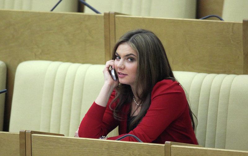 Алина Кабаева во время пленарного заседания в Госдуме РФ