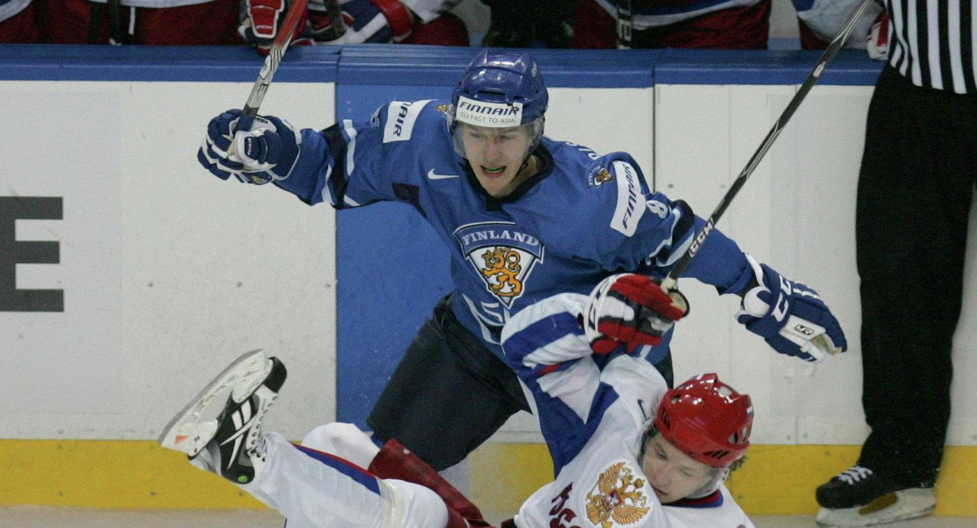 Расмус Риссанен (в синем)