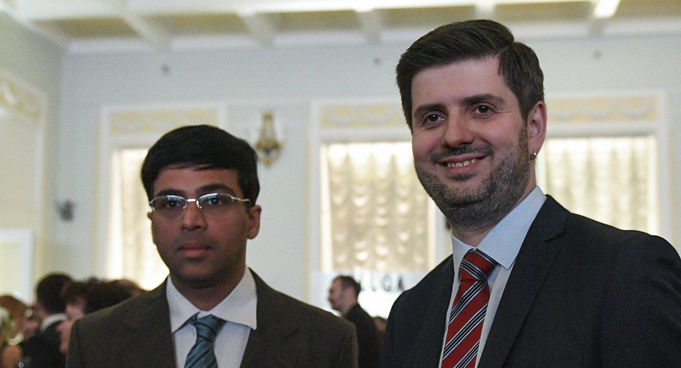 Вишванатан Ананд (слева) и Петр Свидлер