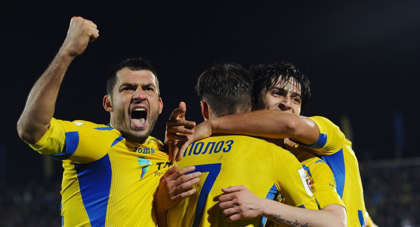 Игроки ФК Ростов Александр Гацкан, Дмитрий Полоз и Сердар Азмун (слева направо)
