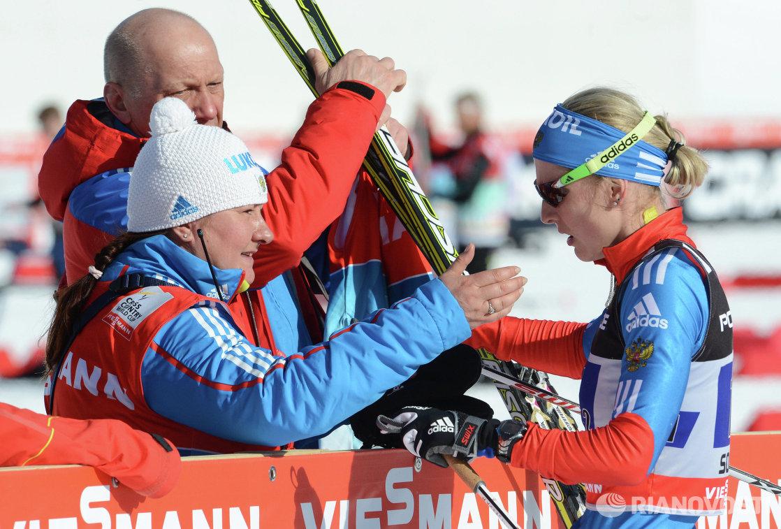 Президент Федерации лыжных гонок России Елена Вяльбе и российская спортсменка Наталья Матвеева