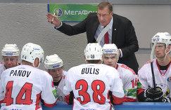 Главный тренер Валерий Белоусов и хоккеисты Трактора