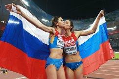 Анна Чичерова и Мария Кучина (слева направо)