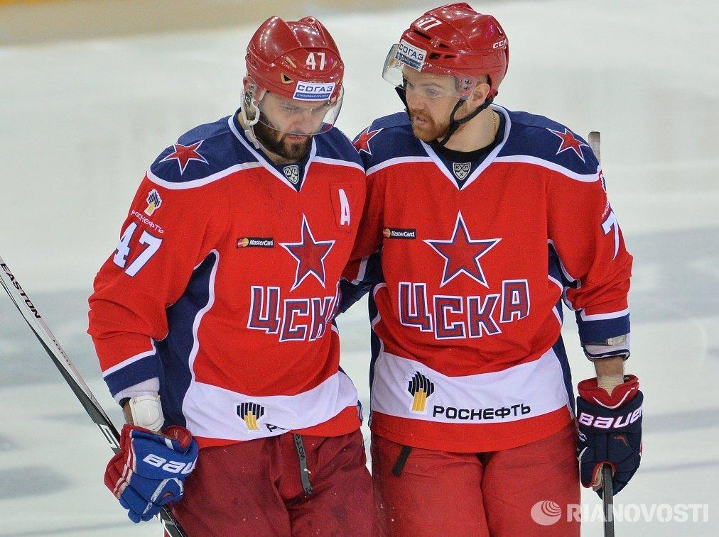 Форварды ЦСКА Александр Радулов (слева) и Стефан Да Коста