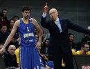 Защитник БК Химки Алексей Швед (слева) и главный тренер БК Химки Римас Куртинайтис