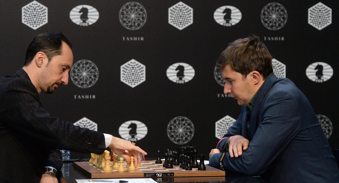 Веселин Топалов (Болгария) (слева) и Сергей Карякин (Россия)