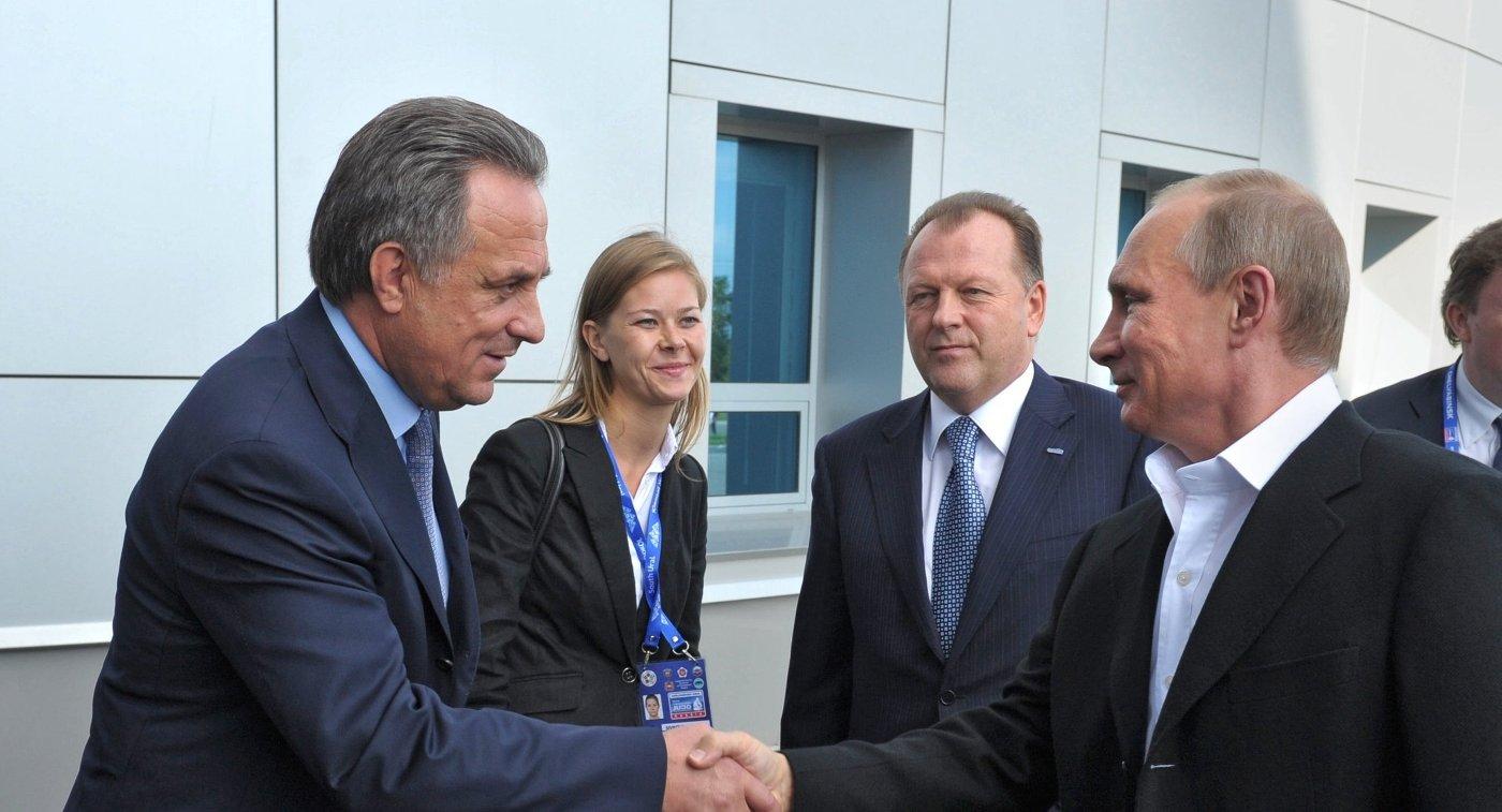 Министр спорта РФ Виталий Мутко и президент России Владимир Путин (справа)