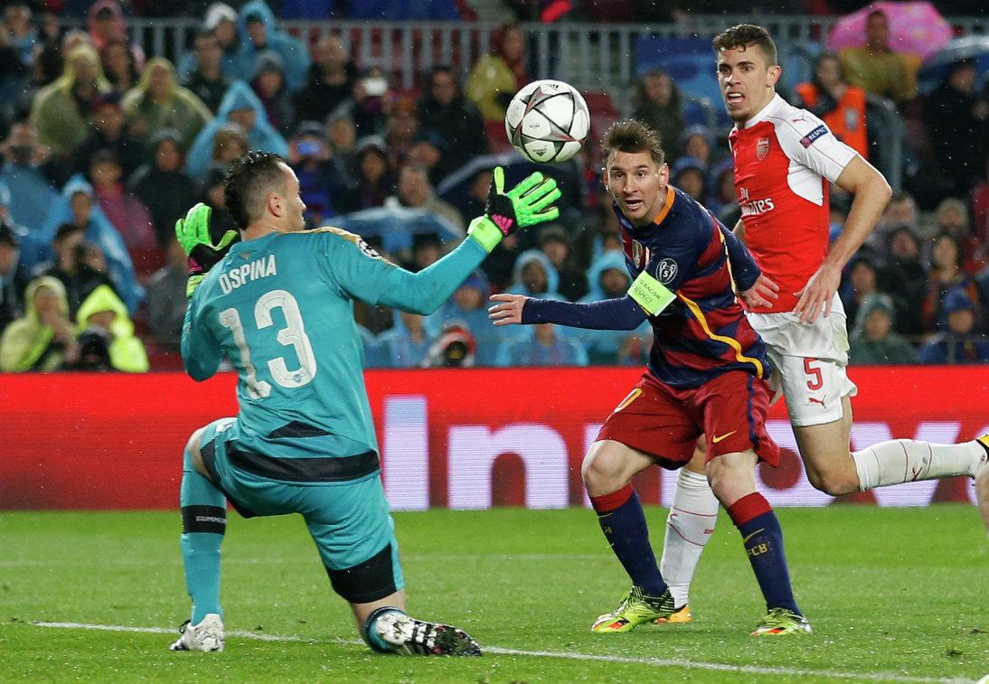 Игровой момент матча Барселона - Арсенал