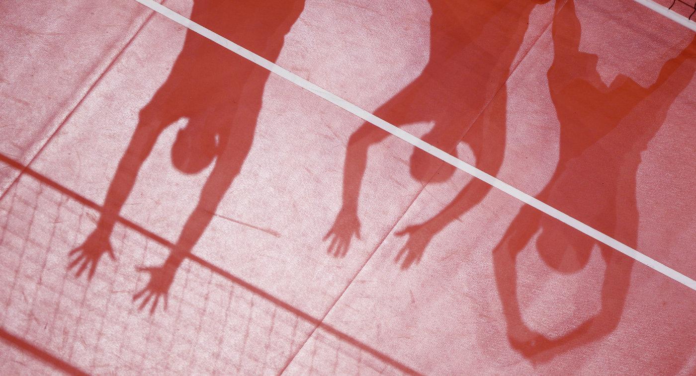 Тень волейболистов